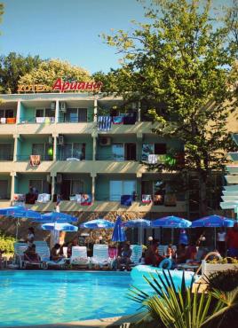 Хотел Ариана 2*